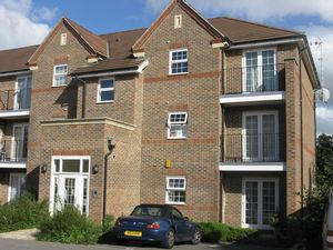 Apartment / Flat To Let in Beckett Road, Coulsdon