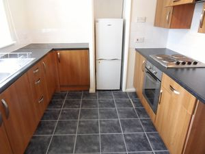 Apartment / Flat To Let in Ellis Road, Coulsdon