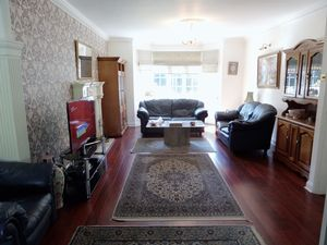 House To Let in Furze Hill, Kingswood, Tadworth