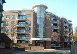 Apartment / Flat To Let in High Street, Purley