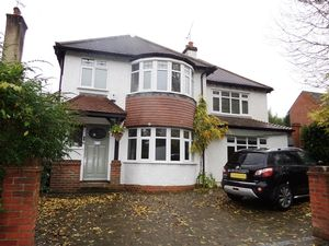 House To Let in The Vale, Coulsdon