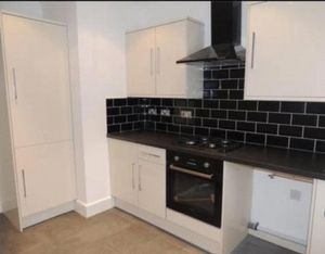 Apartment / Flat To Let in Old Lodge Lane, Purley
