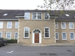 Apartment / Flat To Let in Brighton Road, Banstead