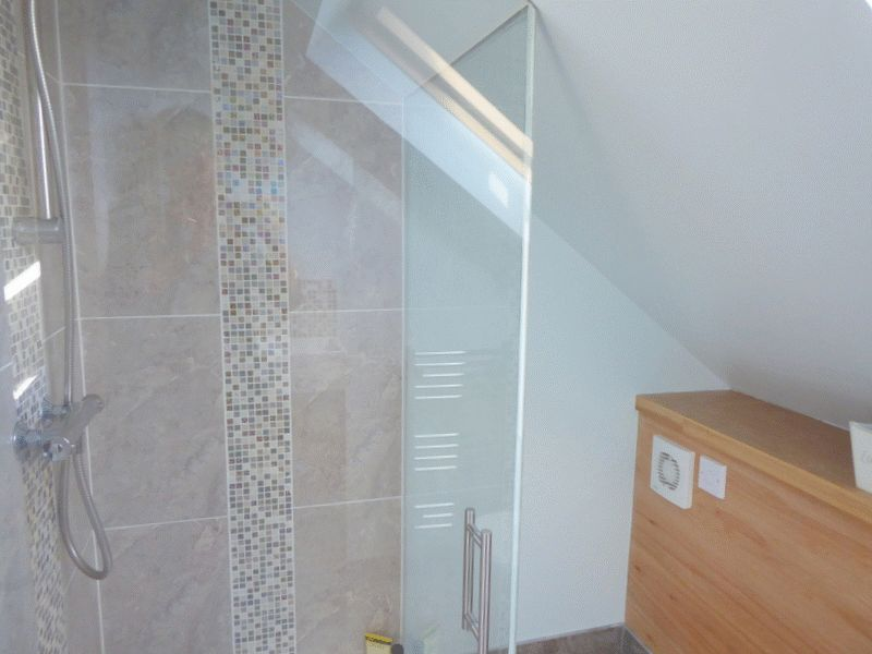 EN-SUITE SHOWER- click for photo gallery