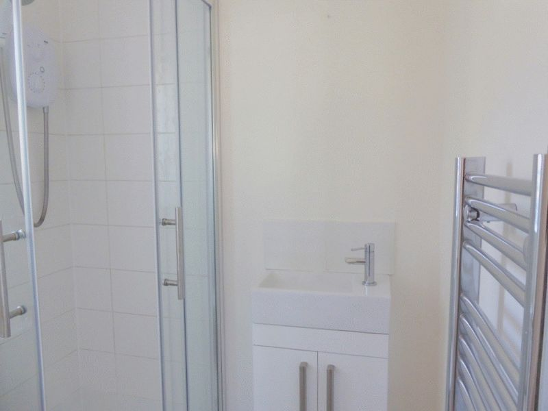 EN-SUITE SHOWER ROOM- click for photo gallery