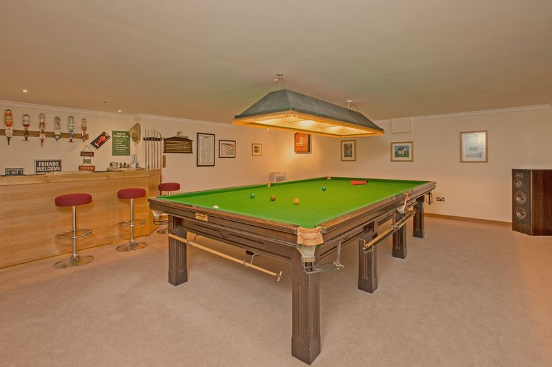 snooker/entertainments room- click for photo gallery