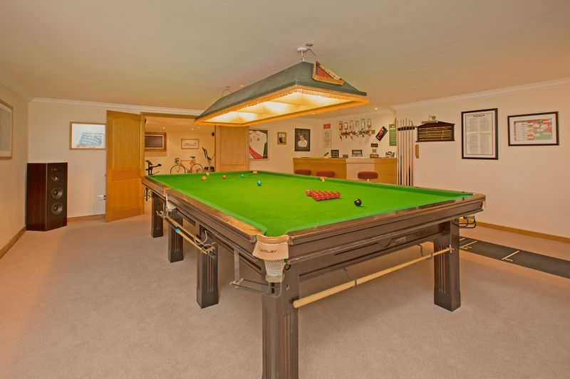 snooker/entertainment room- click for photo gallery