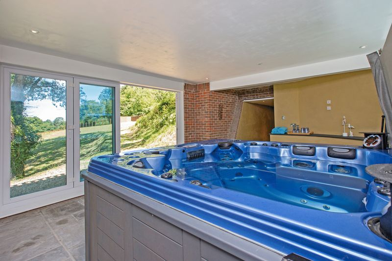 hot tub room- click for photo gallery