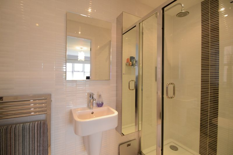 Ensuite- click for photo gallery