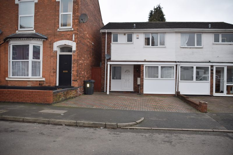 Property for sale in Ideal HMO Property - Could Obtain High Rental Income
